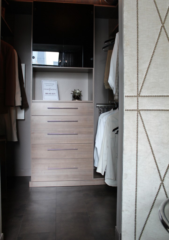 Met Loft - Bedroom Closet