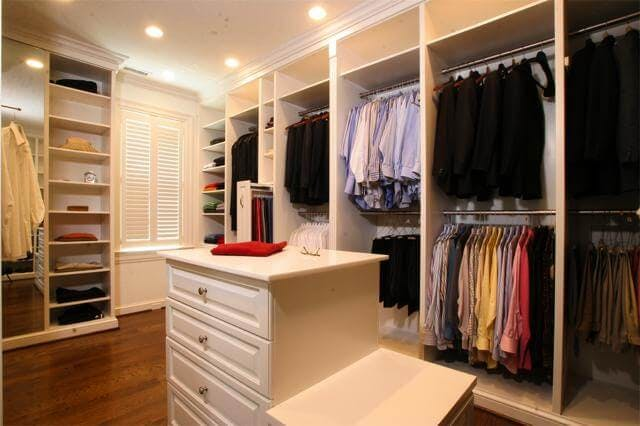 Shaker style closets are about minimalism and simplicity.