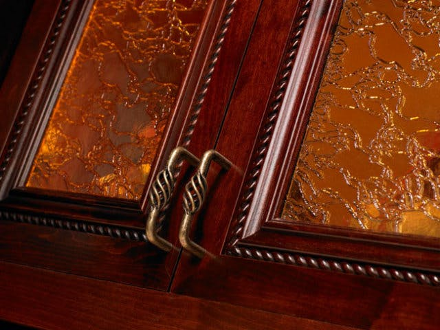 amber-crackle-glass_closet-factory
