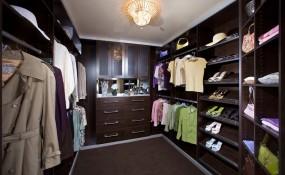 Expresso custom walk in closet