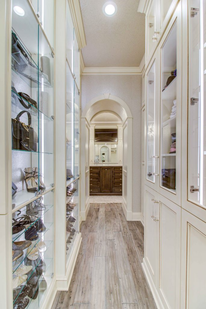 showcase cabinets in hallway for handbags