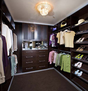 Why Select Custom Closets Over Wire Shelving?