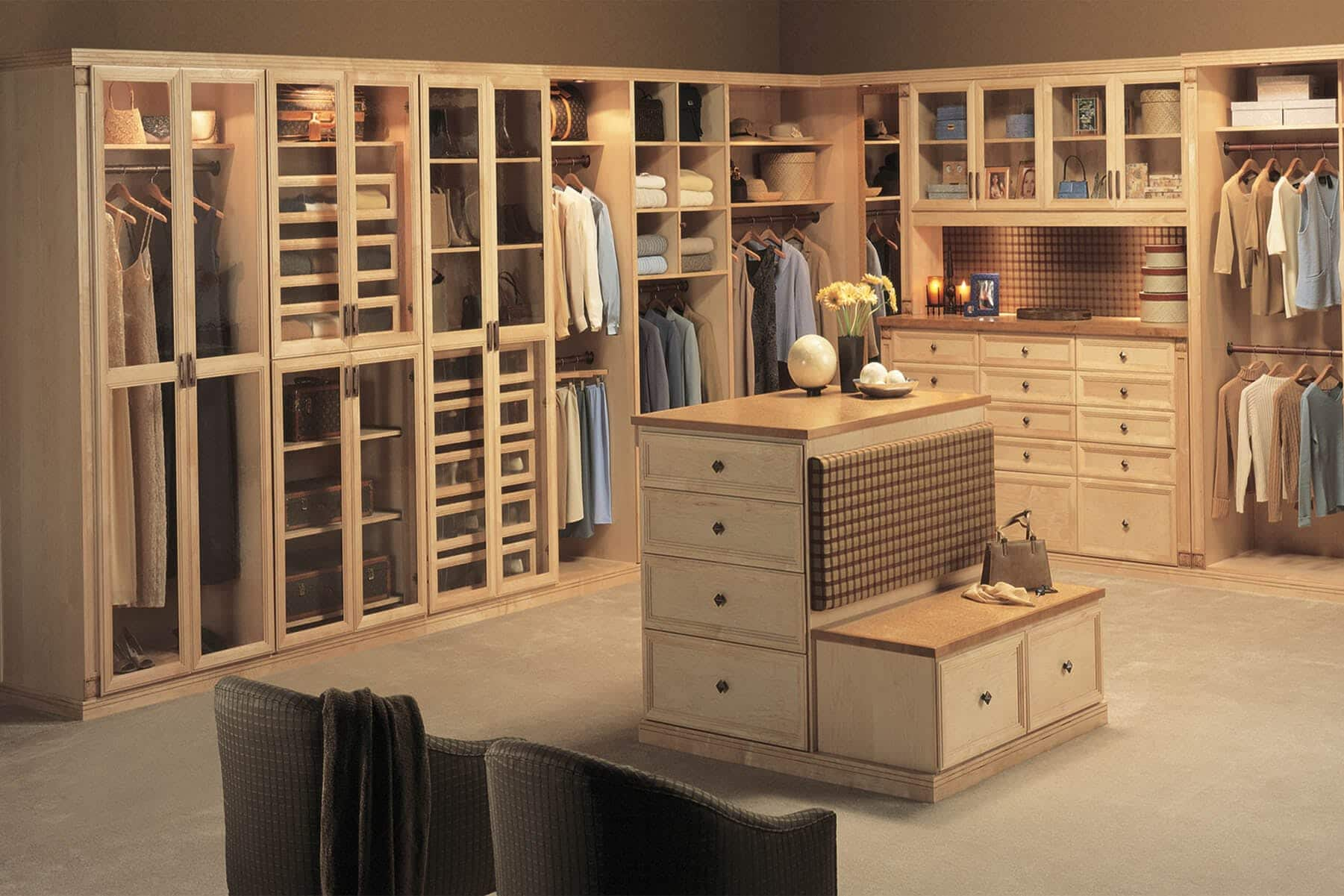 Woman S Walk In Closet Maple