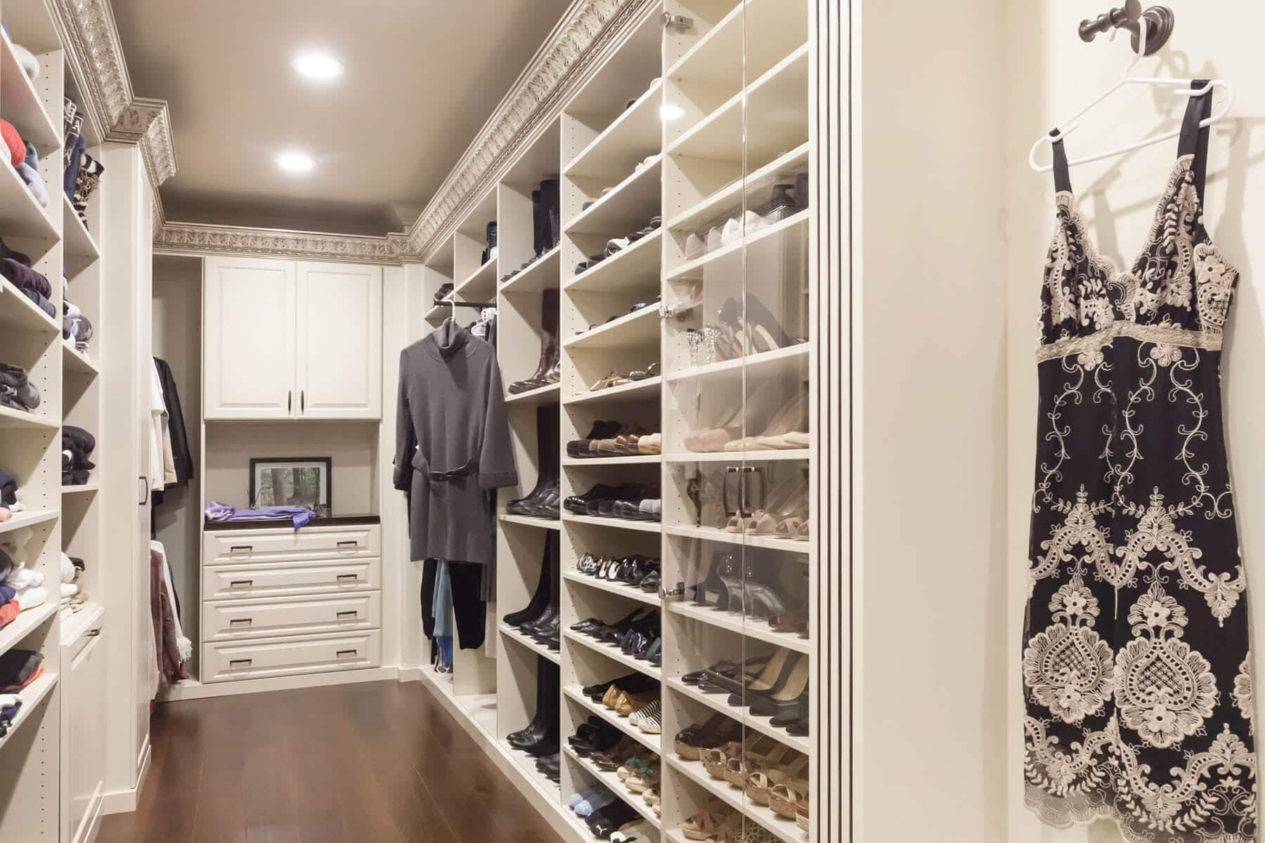 Beau Traditional Acanthus Wood Walk In Closet ...