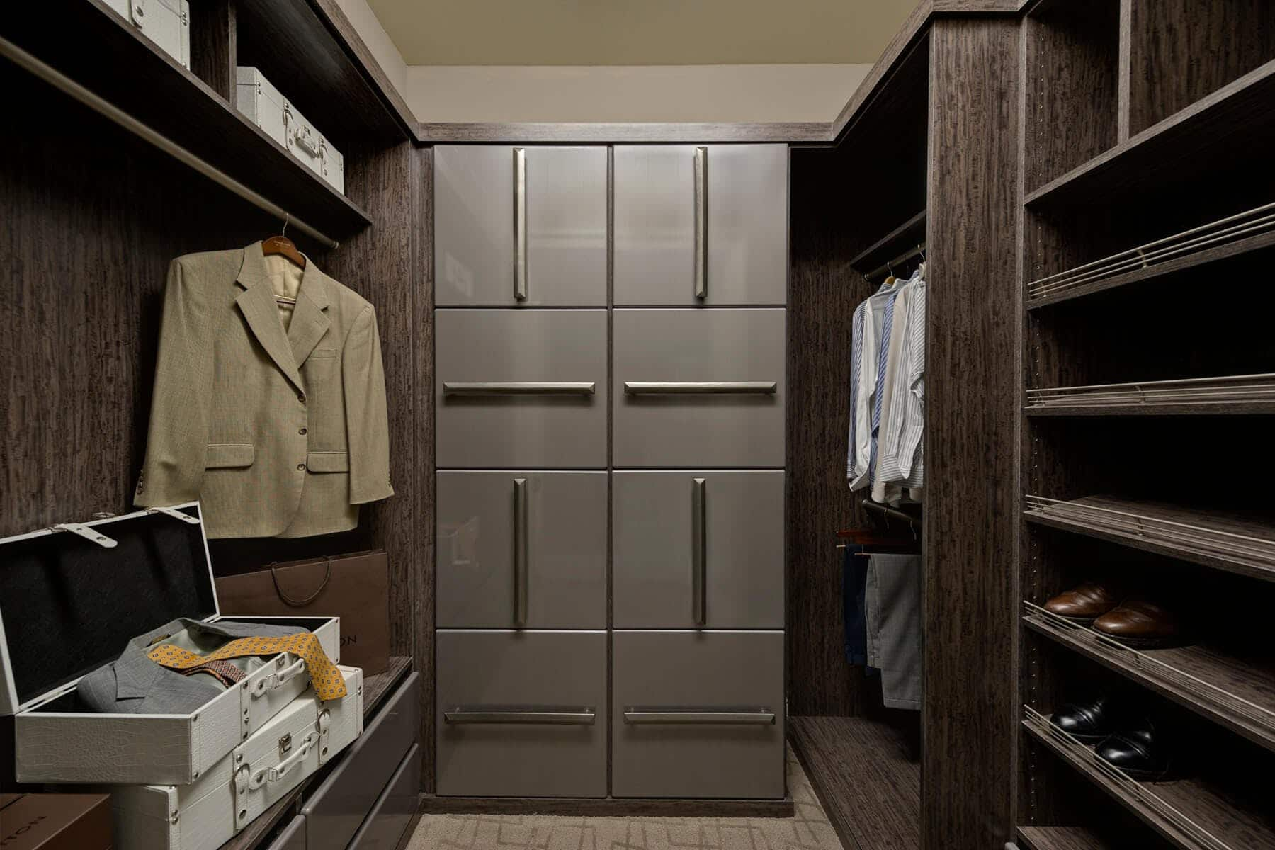 Contemporary Custom Closet In Chocolate Peartree ...