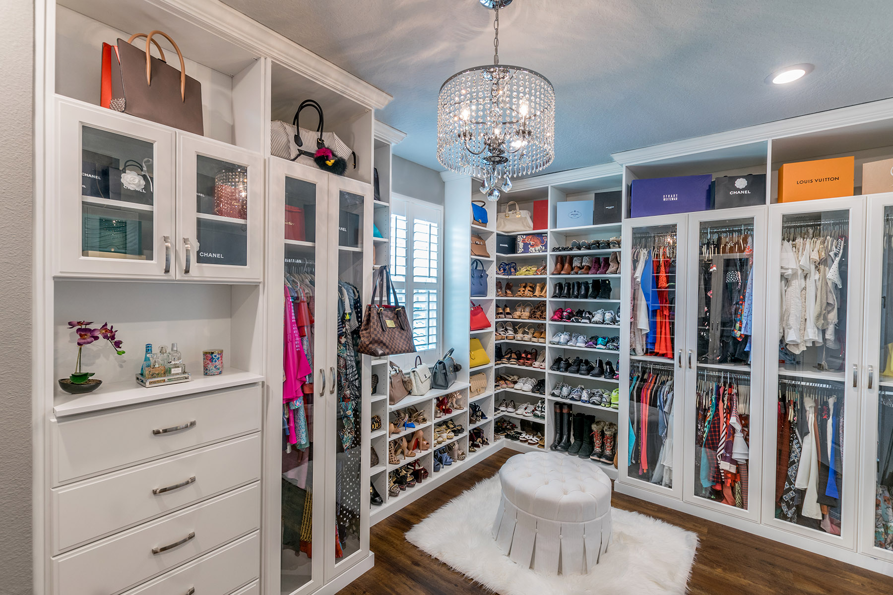 Walk in closets trends and design closet factory - Pictures of walk in closets ...