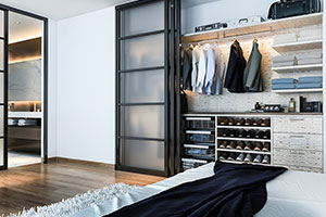men's reach-in closet finesse system in it