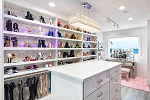 shoe shelving wall in white walk-in